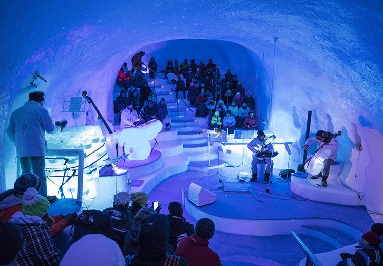 Strumenti di ghiaccio per concerti sottozero